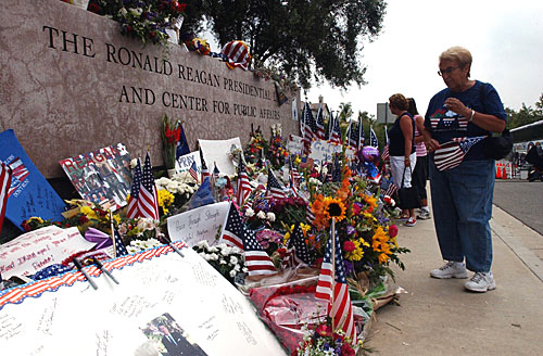 Reagan Library sign tributes