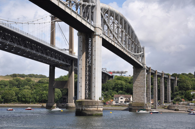 Brunel's Bridge and the road bridge - Saltash - geograph.org.uk - 1399327