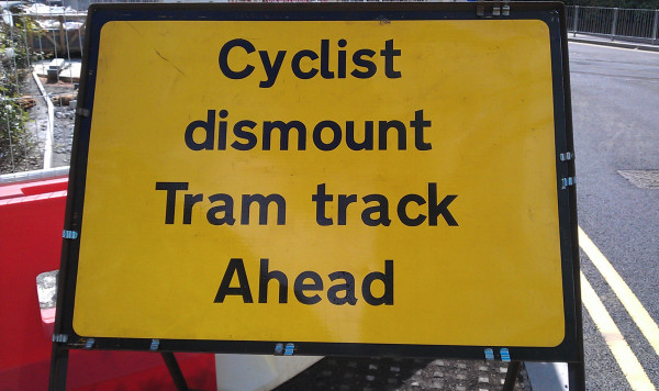 Midland Metro - Cyclist dismount sign - Andy Mabbett