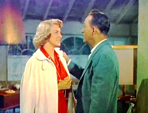 Rosemary Clooney and Bing Crosby in White Christmas trailer