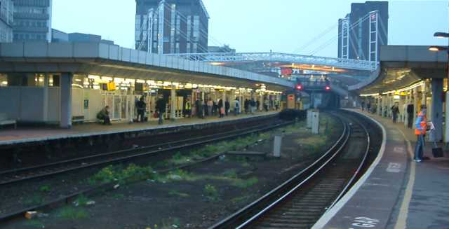 East Croydon Railway Station - England - View of Platforms - Evening - 270404