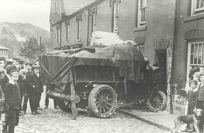 Truck crash on Andrew Street, Compstall 1914