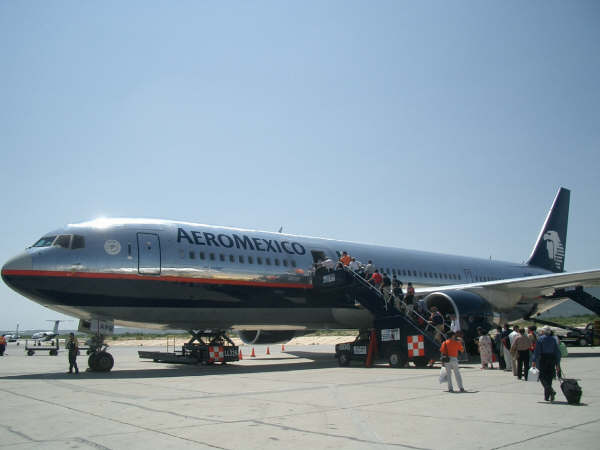 Aeromexico Boeing 767-300ER at Los Cabos International Airport