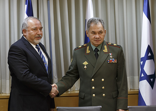 Avigdor Lieberman and Sergey Shoigu, 2017