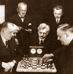 Alexander Alekhine playing chess against Efim Bogoljubov