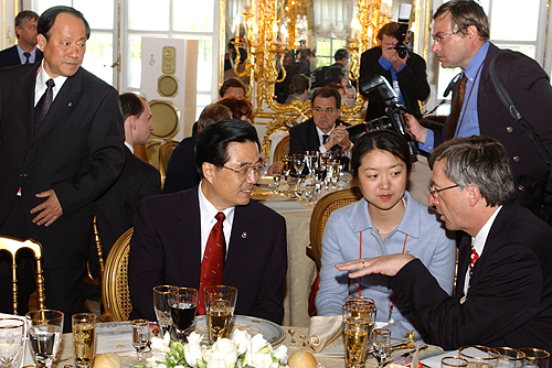 Hu Jintao and Jean-Claude Juncker