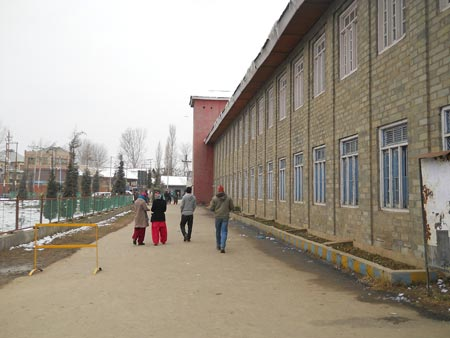 Side view of main building, Government Degree College, Sopore, 2013-11-18 22-33