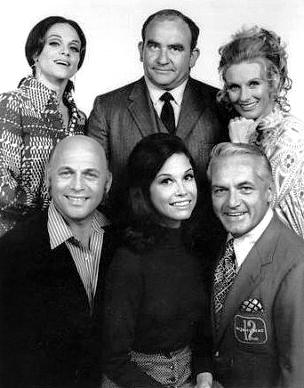 Mary Tyler Moore cast 1970
