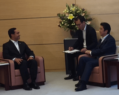 Joaquin Castro with Shinzo Abe