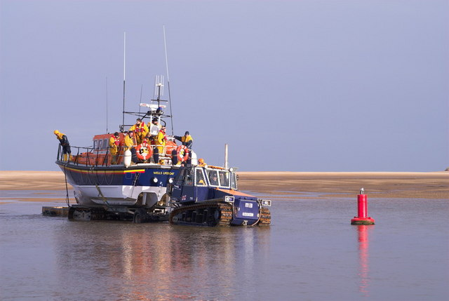 Wells-next-the-sea lifeboat coming home by Dennis Smith
