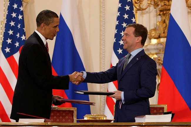 Obama and Medvedev sign Prague Treaty 2010