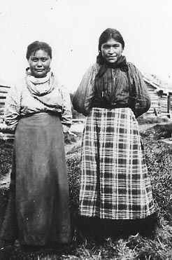 Slavey girls Mackenzie River Northwest Territories - NA-1463-23