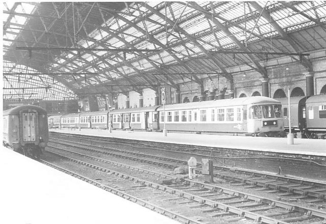 Trans-Pennine DMU at Liverpool Lime Street station - geograph.org.uk - 1012305