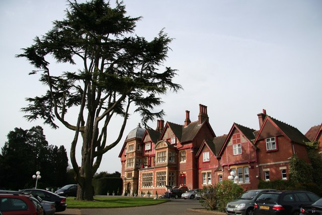 Pendley Manor Hotel - geograph.org.uk - 787469