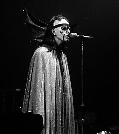 Peter Gabriel The Watcher of the Skies (cropped)