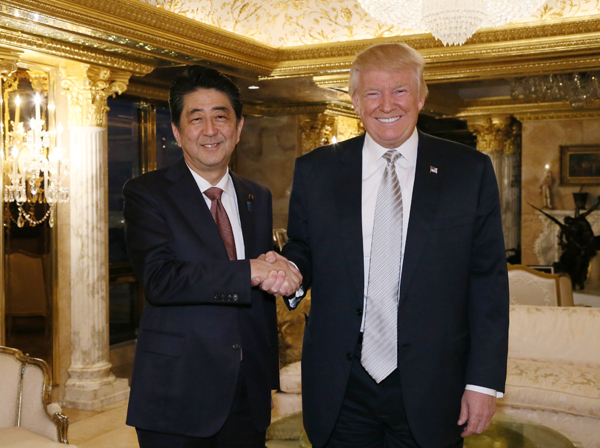 Shinzō Abe and Donald Trump (1)