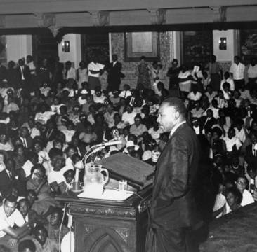 Mlk visits temple