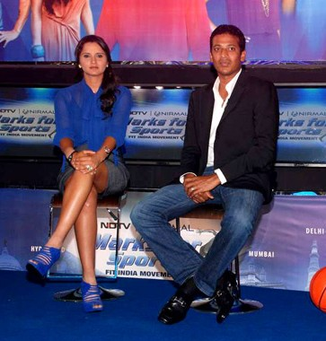 Sania Mirza, Mahesh Bhupathi, Bipasha Basu at the NDTV Marks for Sports event 08 (cropped)