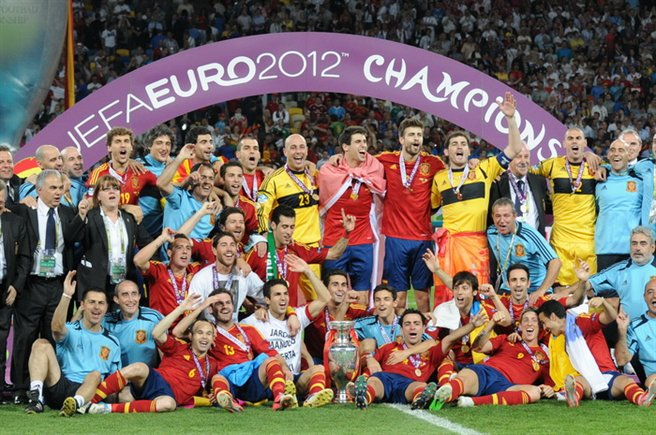 Spain national football team Euro 2012 trophy 03