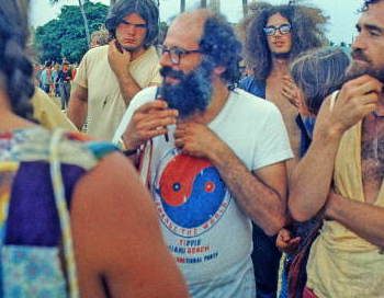 Poet and activist Allen Ginsberg with the protestors - Miami Beach, Florida 1 (cropped1)