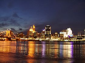 Cincinnati-skyline-from-kentucky-shore-night