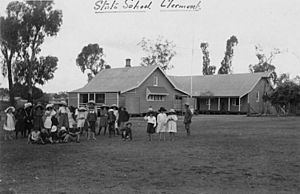StateLibQld 2 51740 Students at the Clermont State School, Queensland, ca. 1905