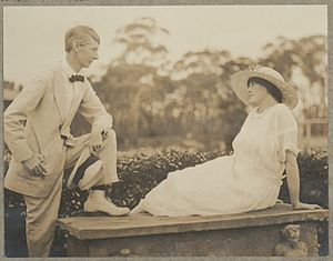 Norman Lindsay and Rose Lindsay ca. 1920 photographer Harold Cazneaux A4219096r