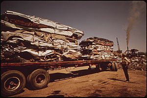 CRUSHED CARS ON FLATBED TRUCK. (FROM THE DOCUMERICA-1 EXHIBITION. FOR OTHER IMAGES IN THIS ASSIGNMENT, SEE FICHE... - NARA - 553011