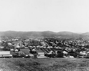 StateLibQld 1 178987 Streets, houses, and land in the suburb of Highgate Hill, ca. 1902