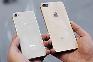 IPhone 8 silver and iPhone 8 Plus gold