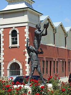 Fremantle Oval Statue