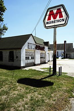 Old Marathon Filling Station, Ohio, Illinois 8-27-2012.jpg