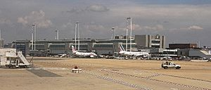 Rom Fiumicino Airport 2008 by-RaBoe