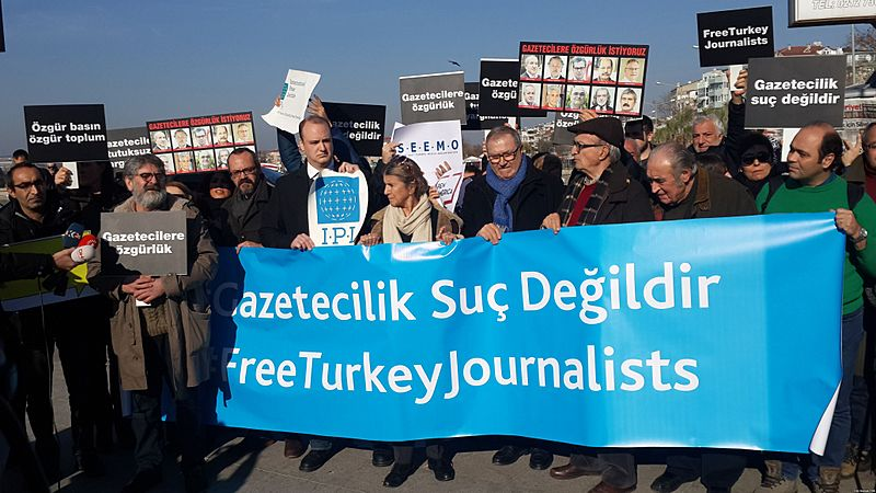 Turkish journalists protesting imprisonment of their colleagues in 2016