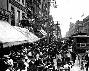 Yonge Street crowd celebrating the end of the Boer War