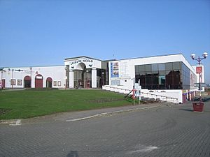 Leisure World leisure centre - geograph.org.uk - 685419