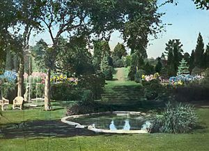 Sunken terrace garden at Killenworth - George Dupont Pratt house - Glen Cove New York - 1918