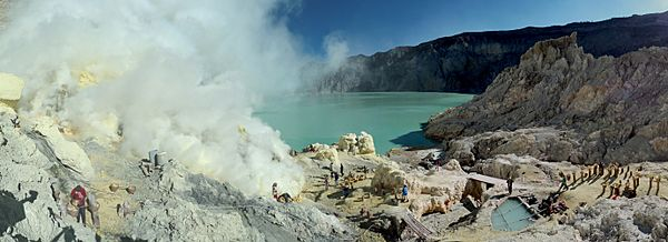 Sulfur mining in Kawah Ijen - Indonesia - 20110608