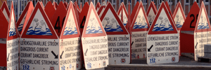 Rip current warning signs