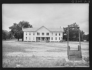 Former-courthouse-in-irwin-county-georgia-which-has-been-remodeled-into-an-apartment-house-for-settlers-of-the-irwinville-farms-project-arthur-rothstein-library-of-congress-site-copyrigh