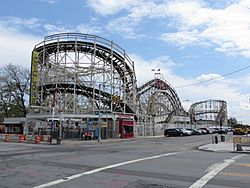 Cyclone Roller Coaster (Coney Island, New York) 001.jpg