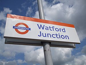 Watford Junction stn Overground signage