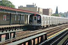 N Train Enters 30th Avenue Station