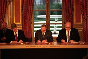 President Clinton, Jacques Chirac and Helmut Kohl sign the Balkan Peace Agreement - Flickr - The Central Intelligence Agency