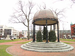 Shelter from the Storm - Court Square, Springfield, MA - DSC03294
