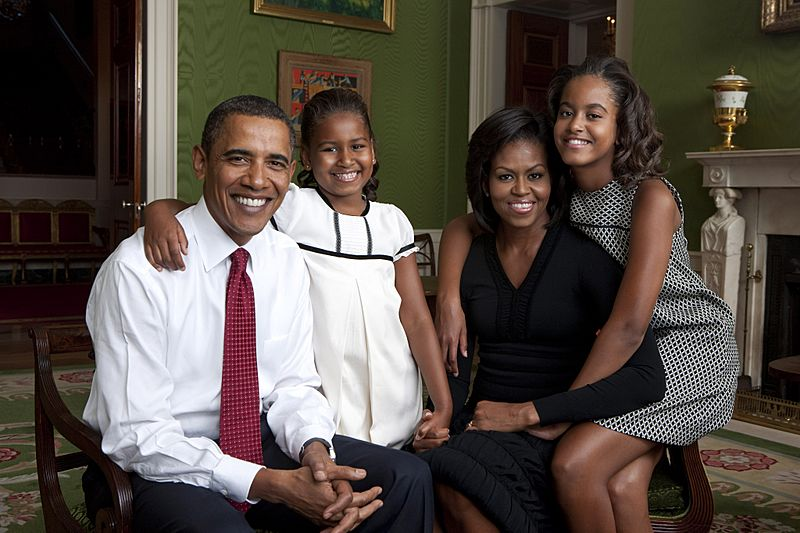 Obama family portrait in the Green Room