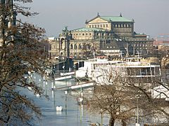 Semperoper-flood-2005-03-22