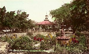 StateLibQld 2 51008 Band Rotunda in Queen's Park, Maryborough, ca. 1930