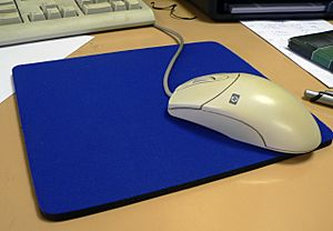 HP mouse and mousepad 20060803