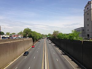 2014-05-12 11 31 16 View north along the Trenton Freeway (U.S. Route 1) from the East State Street overpass in Trenton, New Jersey